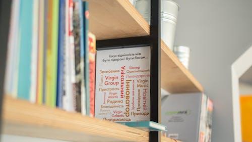 Základová fotografie zdarma na téma dřevo, knihy, papíry, police na knihy