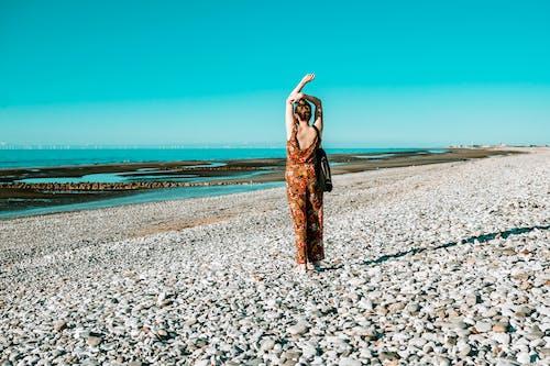 Ingyenes stockfotó egyedül, hátsó nézet, homok, nő témában