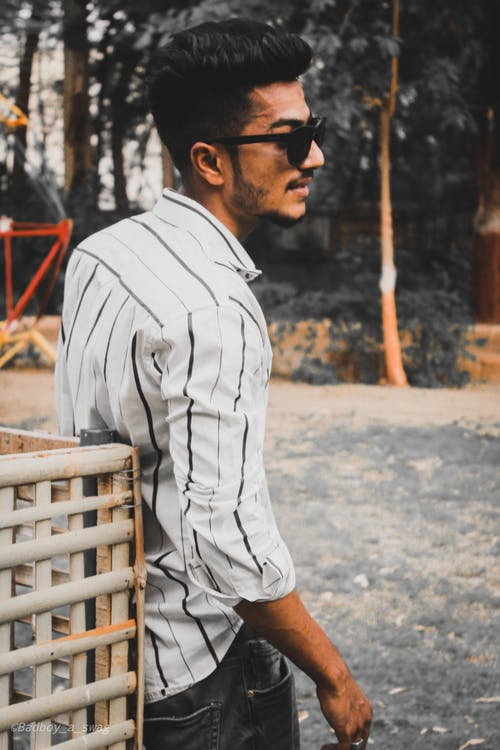 çizgi, çizgili gömlekler, erkek giyim, fotoğrafçılık içeren Ücretsiz stok fotoğraf