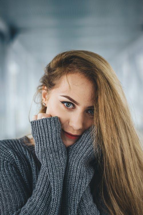Kostnadsfri bild av ansikte, blond, fokus, fotografering