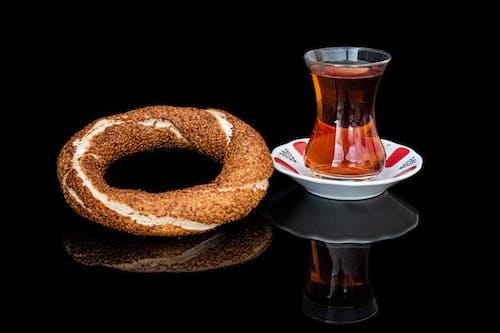 Foto profissional grátis de bagel, bebida quente, bem cozido, café da manhã