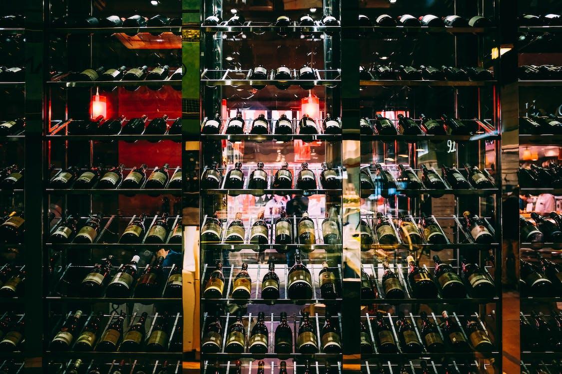 alkol şişeleri, bar, bardak