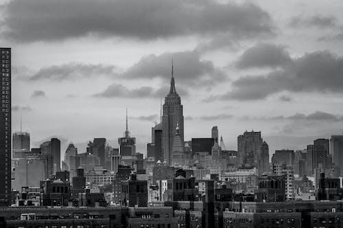 Foto d'estoc gratuïta de arquitectura, blanc i negre, brooklyn, carrer