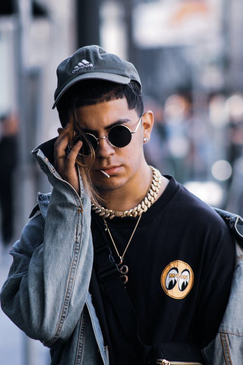 Immagine gratuita di alla moda, bell'aspetto, berretto, giacca di jeans
