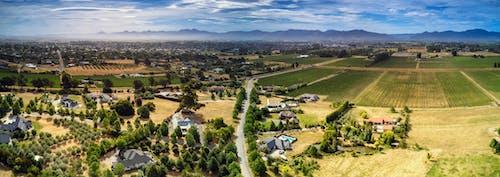 ağaçlar, bulutlar, dağlar, hava fotoğrafçılığı içeren Ücretsiz stok fotoğraf