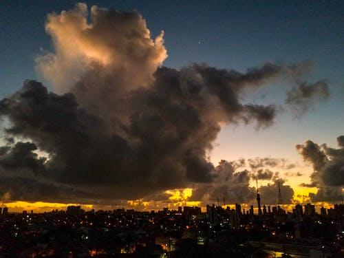 Immagine gratuita di aurora, cielo, città, cloud