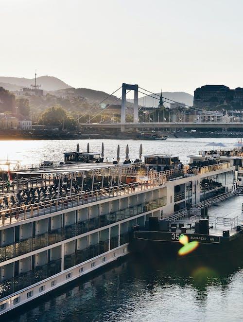 Základová fotografie zdarma na téma architektura, budovy, člun, denní
