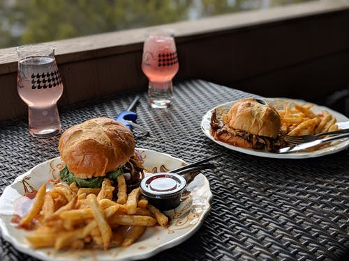 Бесплатное стоковое фото с аппетитный, блюдо, вкусный, гамбургеры