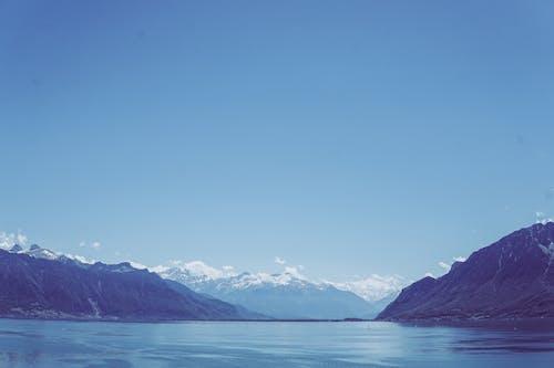 Fotobanka sbezplatnými fotkami na tému hory, jazero, krajina, negatívny priestor