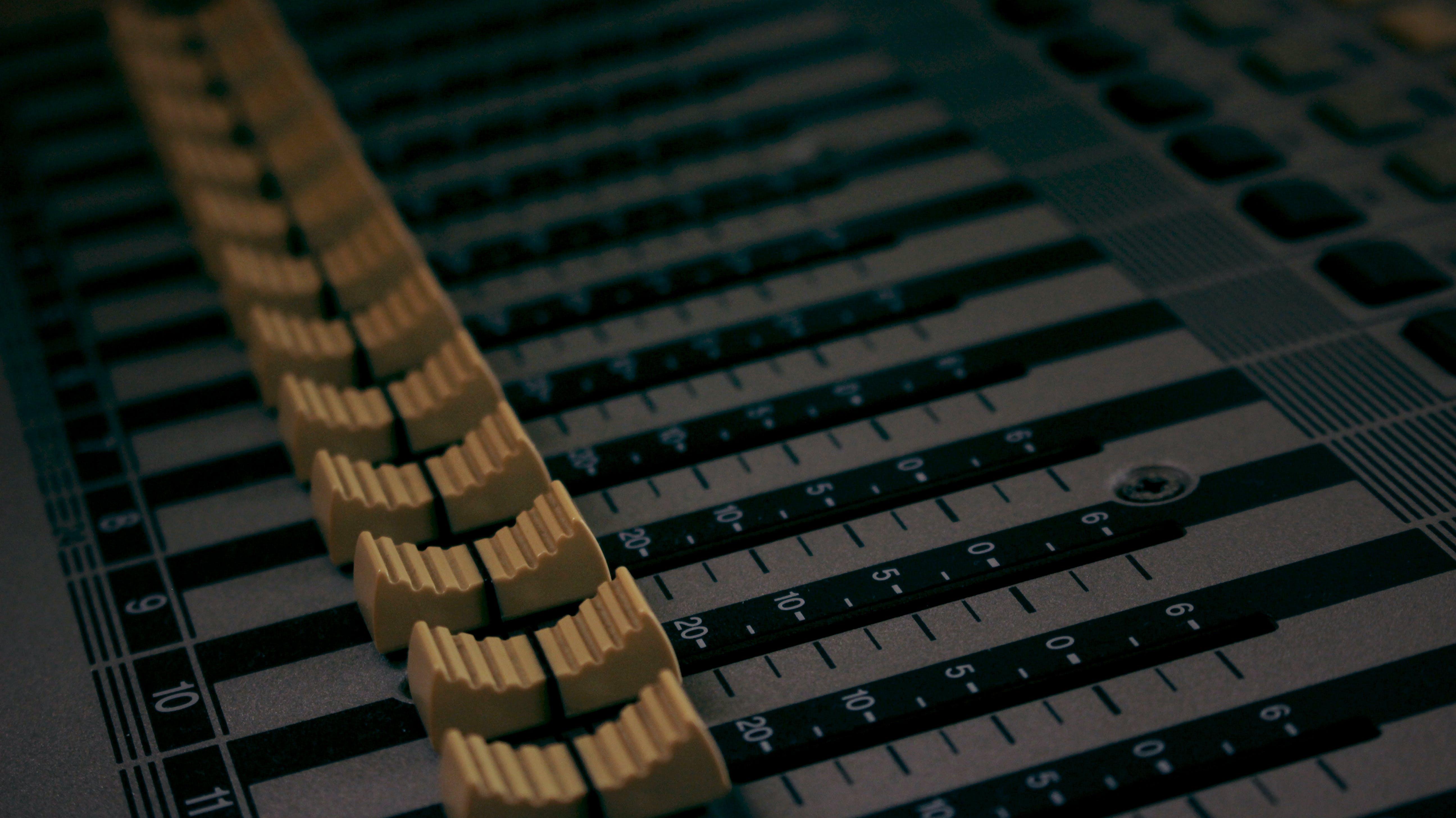 Kostenloses Stock Foto zu audio, ausrüstung, klang, klangregelung