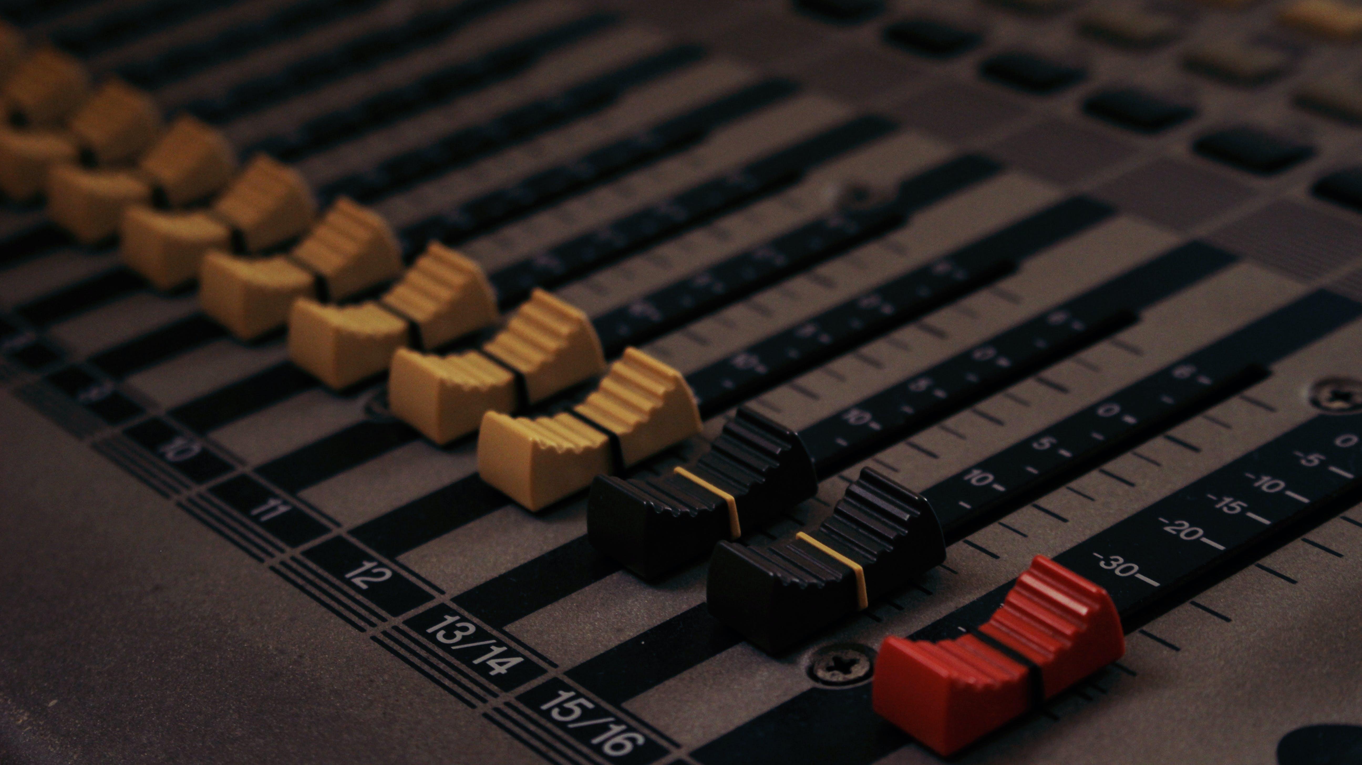 Kostenloses Stock Foto zu audio, klang, klangregelung, mischpult
