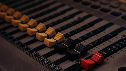 Fotobanka sbezplatnými fotkami na tému audio, hudobné štúdio, ovládanie zvuku, zmiešavač zvuku