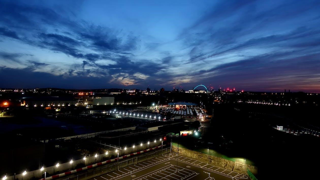 cel nocturn, ciutat de nit, indústria