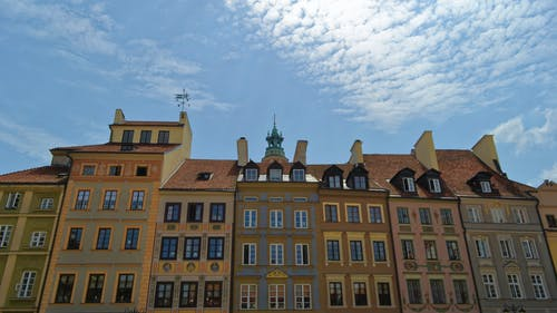 Безкоштовне стокове фото на тему «історична пам'ятка, історичний, будівлі, димоходи»