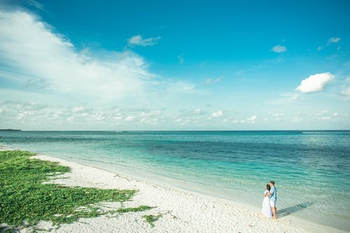 Fotobanka sbezplatnými fotkami na tému biely piesok, cestovať, denné svetlo, dvojica