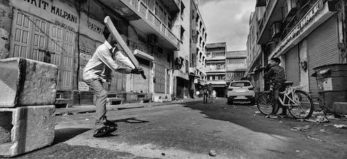 Foto d'estoc gratuïta de beisbol, blanc i negre, carrer, carretera