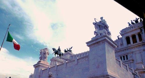 Immagine gratuita di bandiera, cielo, palazzo, roma