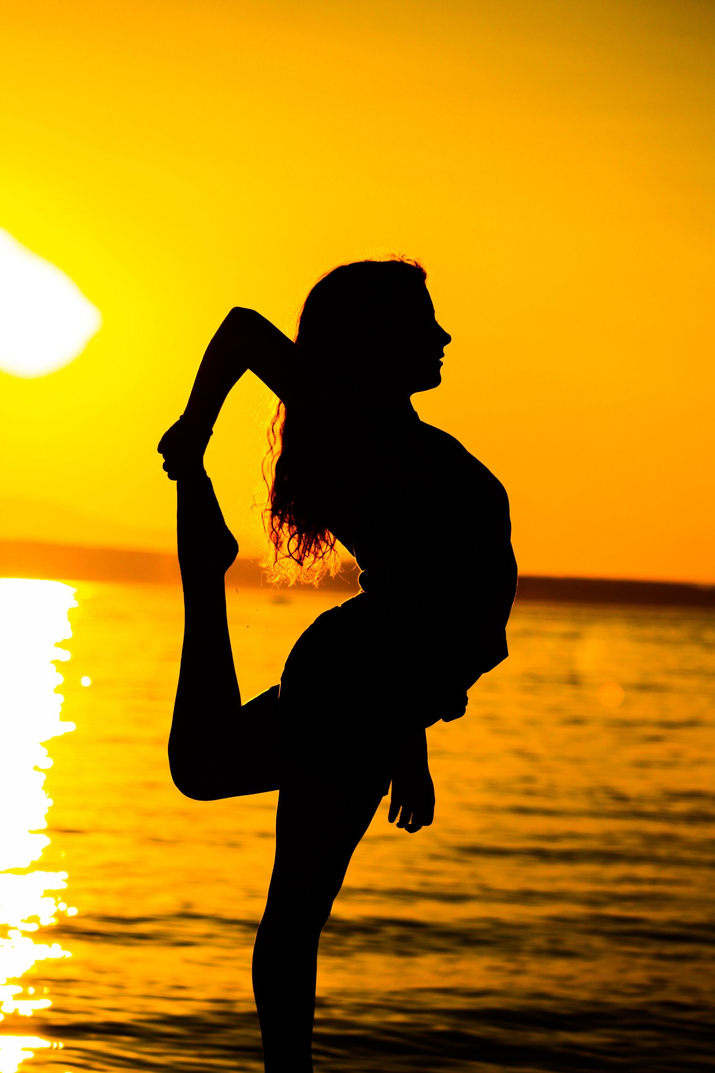 Ingyenes stockfotó hajnal, háttérvilágítás, lány, Napkelte témában