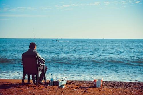 人, 坐, 景觀, 水 的 免费素材照片