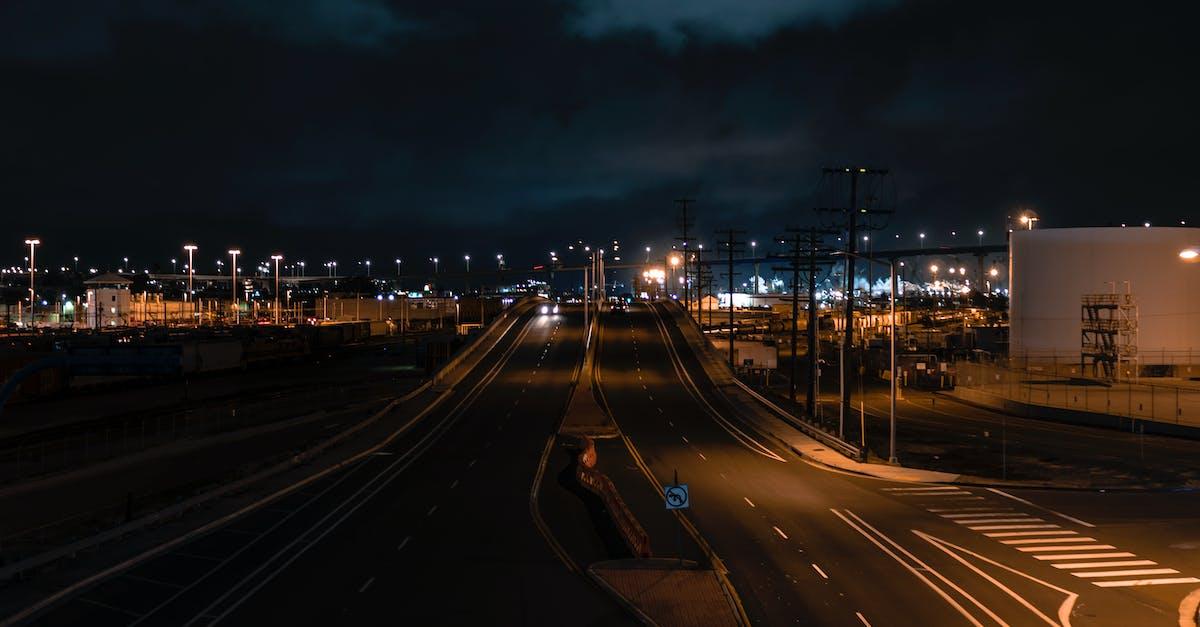пледом лужайке ночной город железнодорожный фото это считается