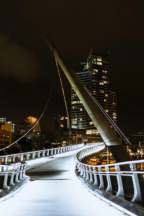 Бесплатное стоковое фото с архитектура, бизнес, вечер, высокий