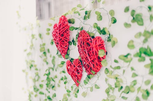 Red Wicker Heart Decors