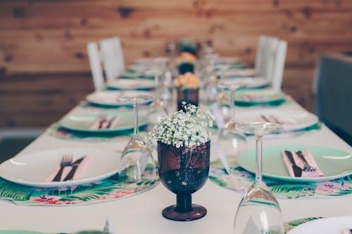 Fotos de stock gratuitas de copas de vino, cubertería, cubierto, disposición de la mesa