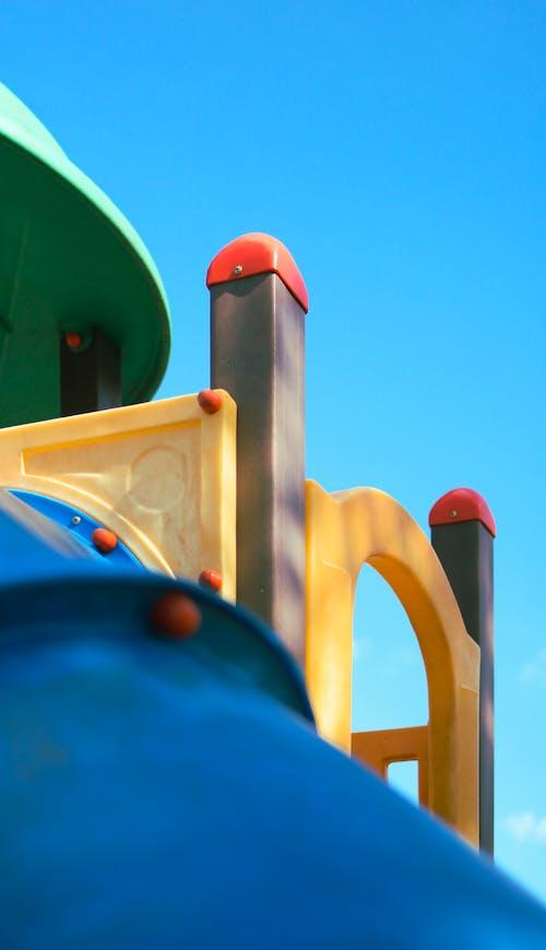 Gratis arkivbilde med farger, himmel, lekeplass, minimalisme