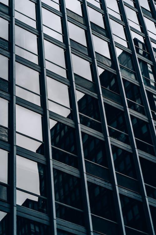 Gratis stockfoto met architectuur, bedrijf, binnenstad, bouw