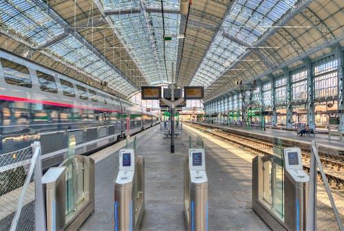 Kostnadsfri bild av kollektivtrafik, lokomotiv, plattform, station