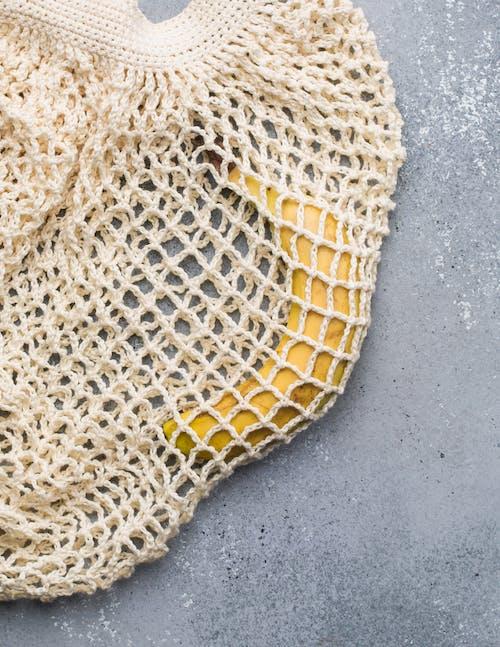 Foto profissional grátis de alforje, alimento, banana, de malha