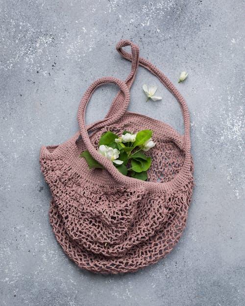 Whit Petaled Flowers in Brown Knit Bag