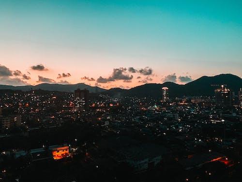 Δωρεάν στοκ φωτογραφιών με απόγευμα, αρχιτεκτονική, βουνά, γαλάζιος ουρανός
