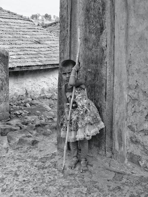 Бесплатное стоковое фото с девочка, молодой, ребенок, черно-белый