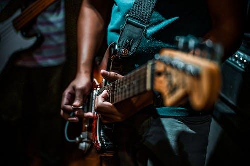 人, 儀器, 吉他, 吉他手 的 免费素材照片