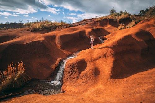 Fotobanka sbezplatnými fotkami na tému atraktívny, červený piesok, cestovať, človek