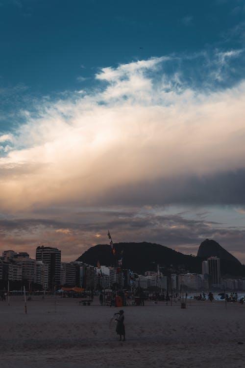 Immagine gratuita di alba, architettura, bagnasciuga, cielo