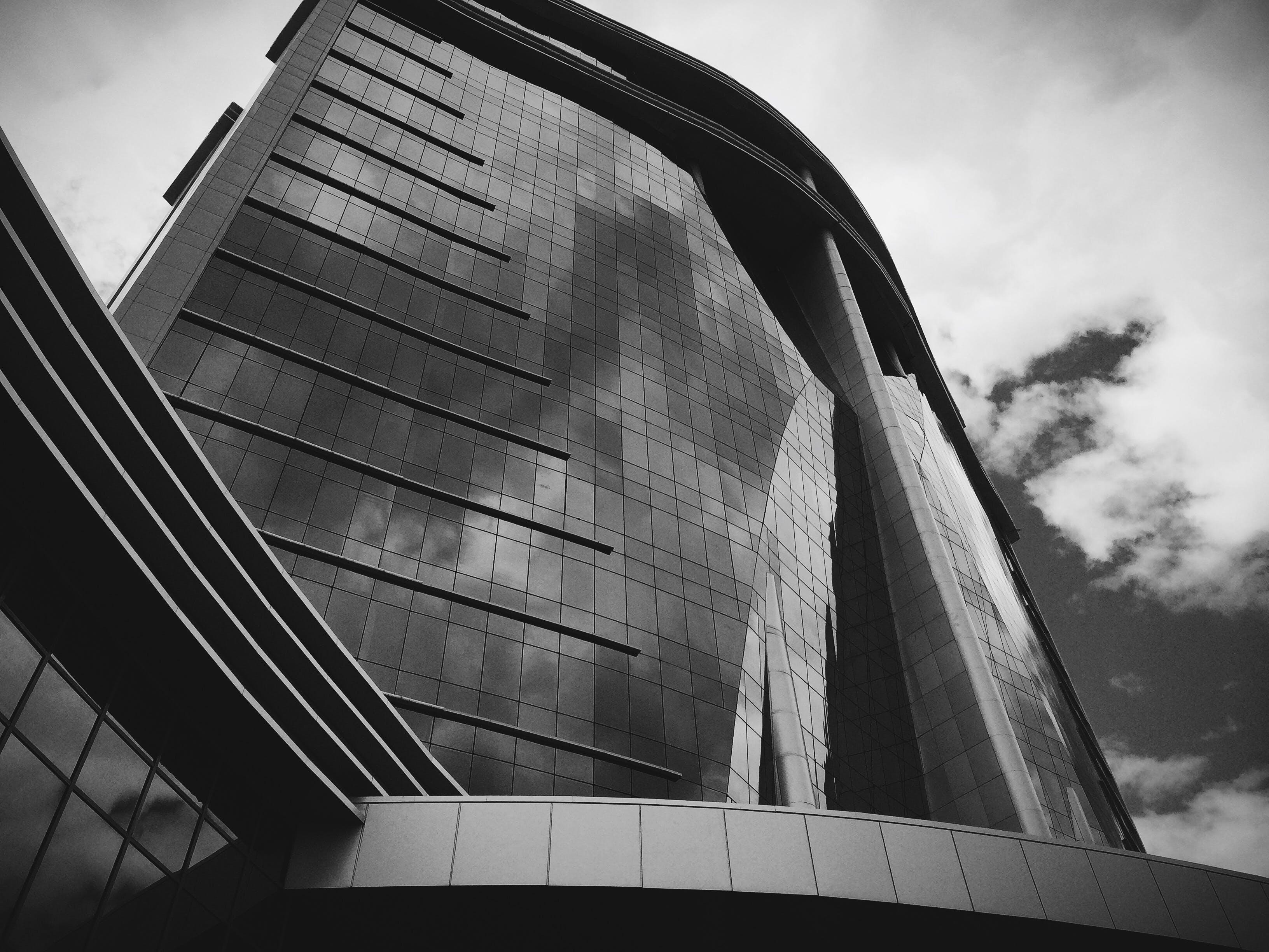 คลังภาพถ่ายฟรี ของ กระจก, การสะท้อน, การออกแบบสถาปัตยกรรม, ขาวดำ