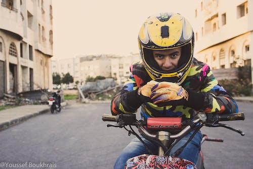 Ilmainen kuvapankkikuva tunnisteilla cabrage, katu, keltainen, moottoripyörä