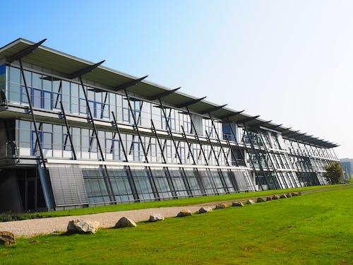 Fotos de stock gratuitas de arquitectura, césped, cristal, edificio