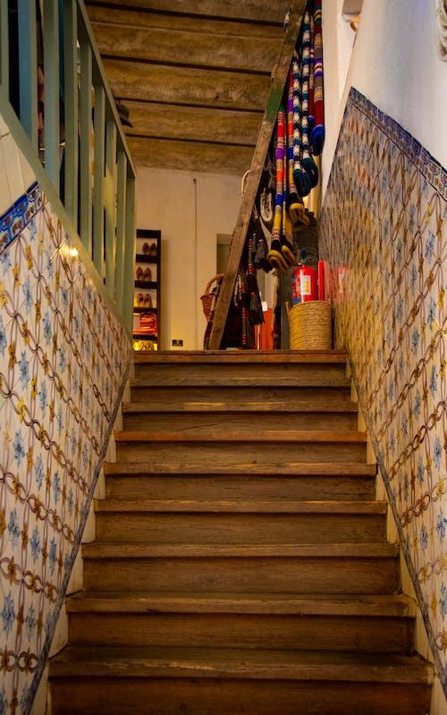 Foto stok gratis bangunan, kain, penuh warna, tangga
