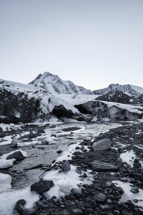Karla Kaplı Dağ