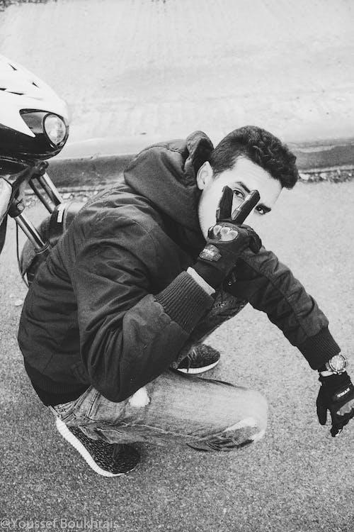 Gratis stockfoto met &, jongen, kleur, moto