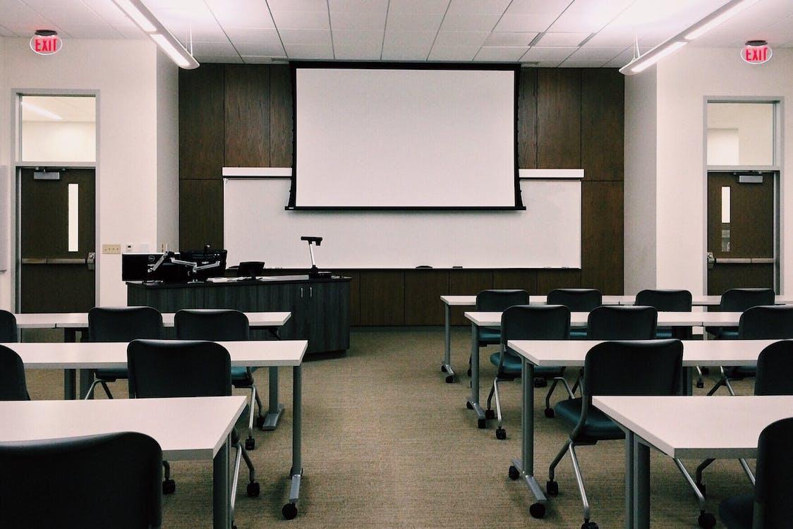 kirjoituspöydät, koulu, koulutus
