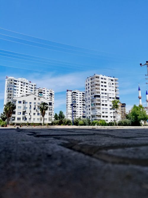 Foto d'estoc gratuïta de blocs de pisos, foto amb gran angular, fotògraf, huawei