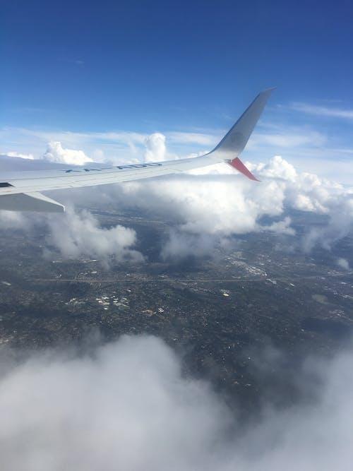 Photos gratuites de aile d'avion, fenêtre d'avion, nuages, vue aérienne