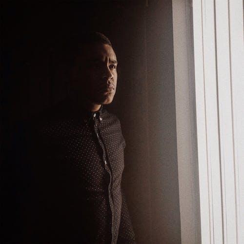 Darmowe zdjęcie z galerii z ciemny, dorosły, drzwi, jasny