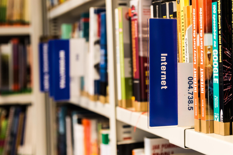 Gratis lagerfoto af aktie, bibliotek, bogreol, bogreoler