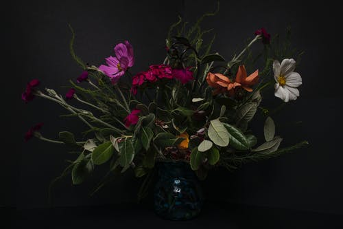 Selektive Fokusfotografie Der Blumenanordnung