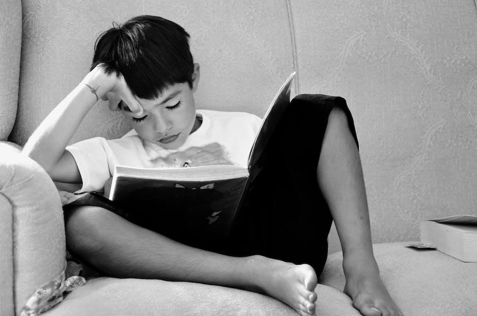 Biarkan anak menentukan prioritas belajarnya, mana yang menurutnya harus diulang untu dibaca kembali. (Foto: Pexels)